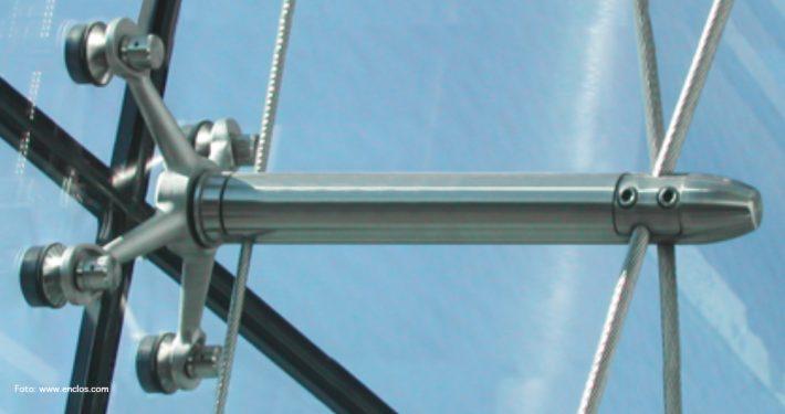 Boltefestet glass. Foto:www.enclos.com