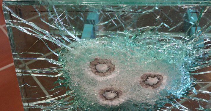 Glass med motstand mot prosjektiler. Foto: Pilkington