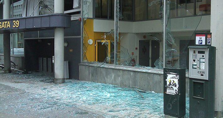 Vindusglass uten motstand mot eksplosjonstrykk. Oslo 22 juli 2011.